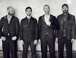 coldplay-video-trouble-in-town-la-fattoria-degli-animali